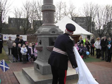 Lord -Lieutenant Gilbert Cox unveils the Memorial Fountain